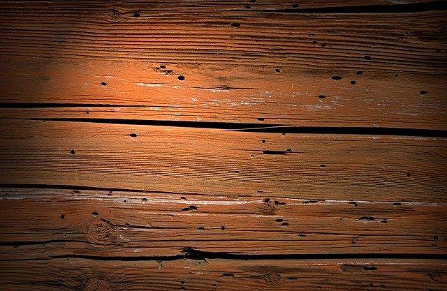 dřevo, barvené