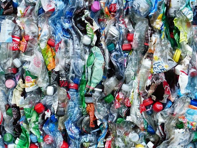 plastové lahve k recyklaci