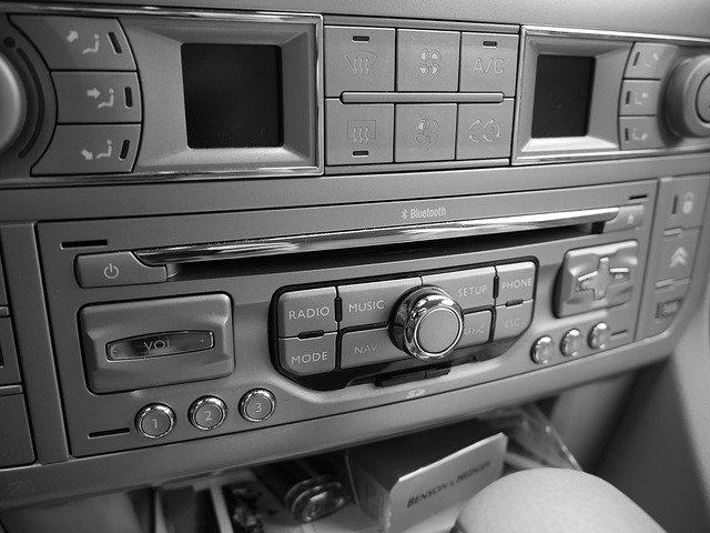 auto hudební systém