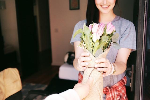 předání květin