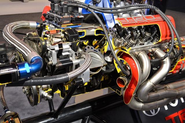 závodní auto motor.jpg