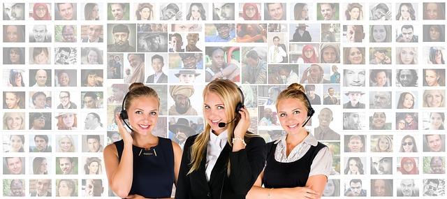 dívky v call centeru.jpg